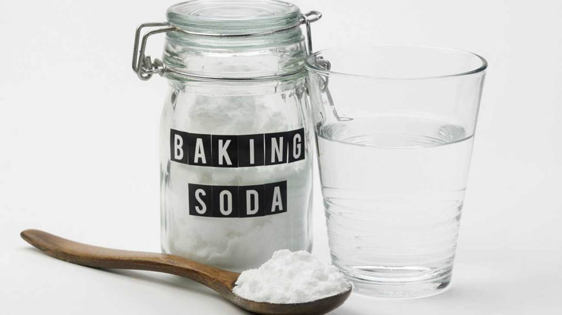 Baking-soda Tips for reducing pesticides in vegetables.
