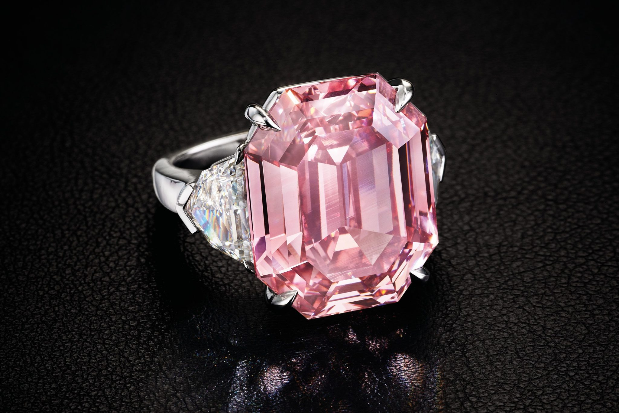 Graff-Pink Top 10 most beautiful diamonds in the world.