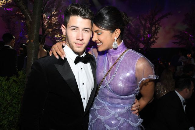 Priyanka-Chopra-1 Priyanka Chopra happily holds Nick Jonas's hand to dinner