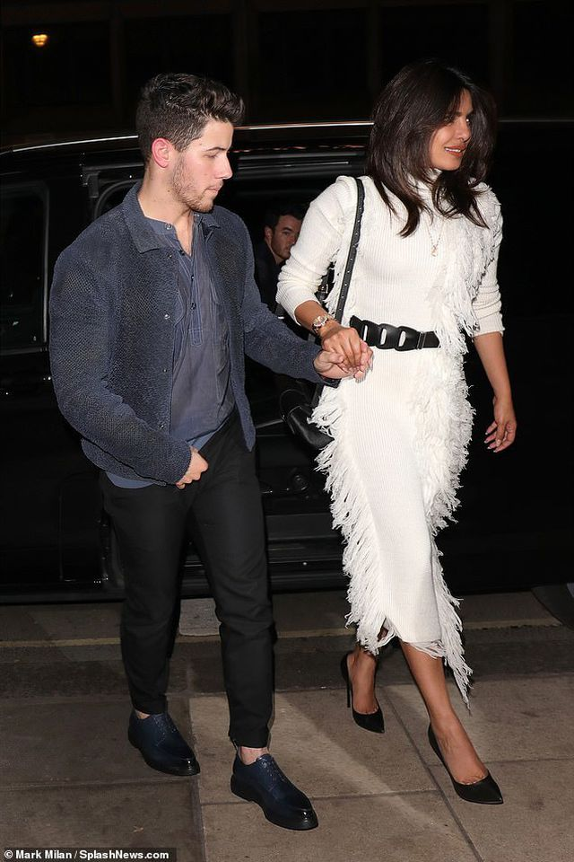 Priyanka-Chopra-3 Priyanka Chopra happily holds Nick Jonas's hand to dinner