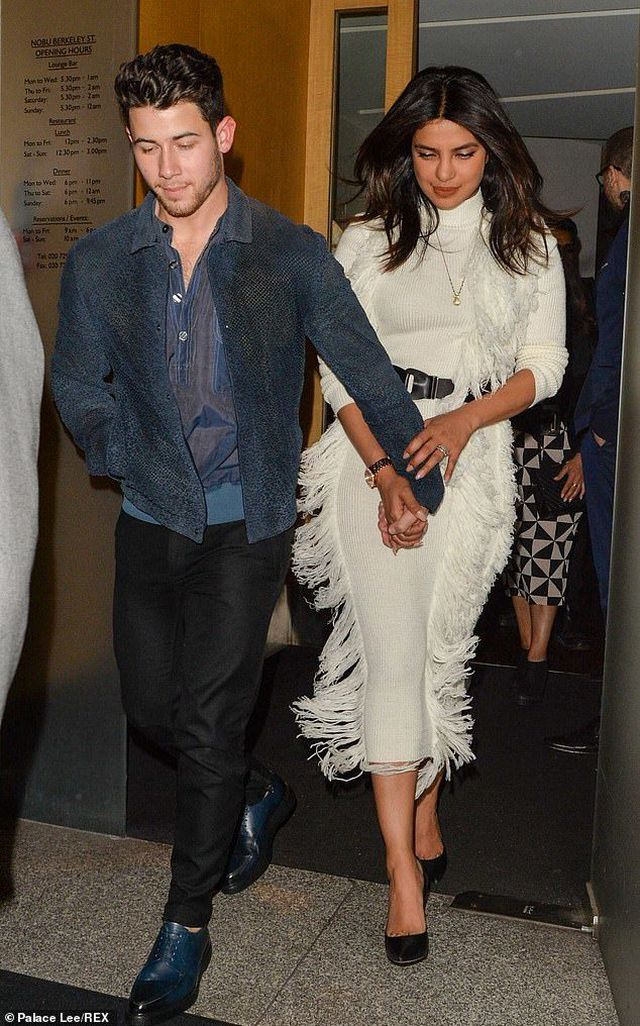 Priyanka-Chopra-4 Priyanka Chopra happily holds Nick Jonas's hand to dinner