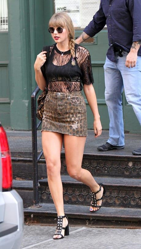 Taylor-Swift-3 Taylor Swift wears a sexy outfit despite gaining weight.