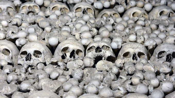 The-church-is-built-from-40000-human-bones-2 The church is built from 40,000 human bones.